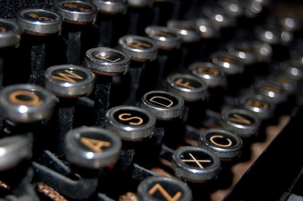 antique-typewriter-keys